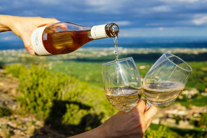 wine experience close to famous holiday destinations