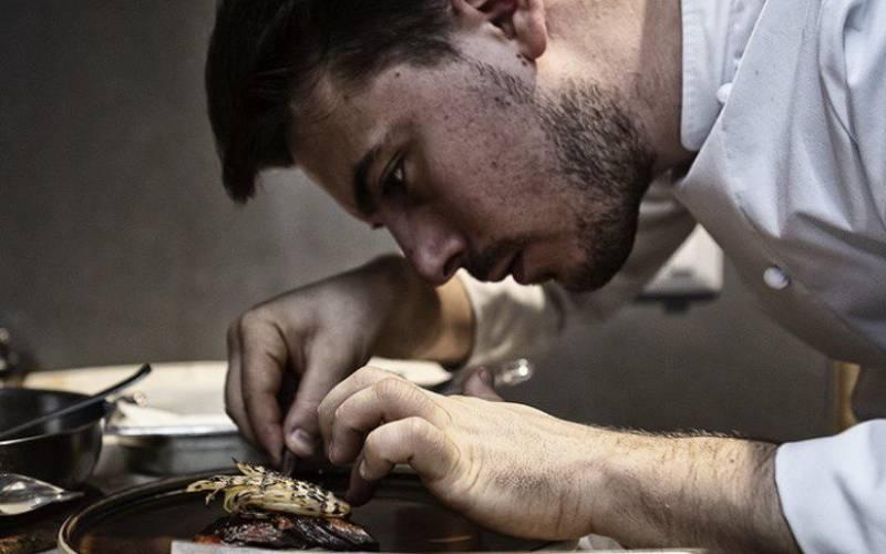 regalare esperienze online di cucina con uno chef che ti seguirà nella preparazione dei piatti e nella spiegazione dei vini da degustare