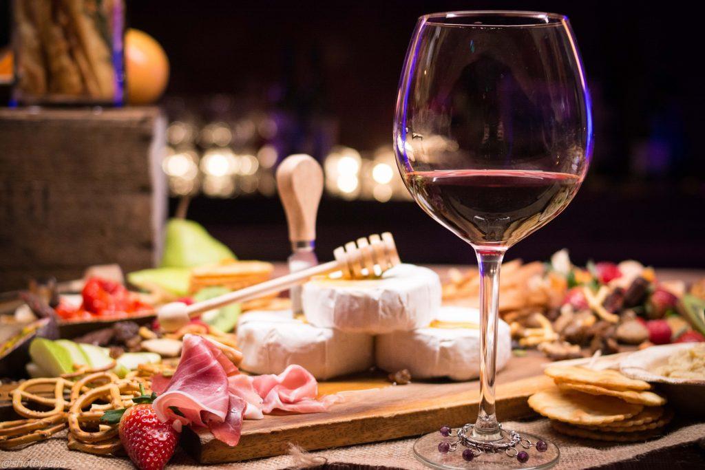 taglieri di formaggi e salumi per scoprire la cucina tradizionale umbra e provare tutte le esperienze di degustazione