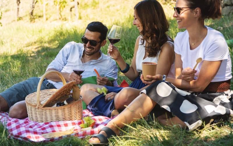relax-in-toscana-sul-prato-con-prodotti-gourmet